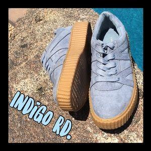 Trendy Indigo Rd. Blue suede sneakers